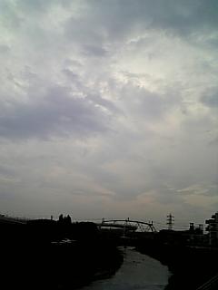 この空は青くない